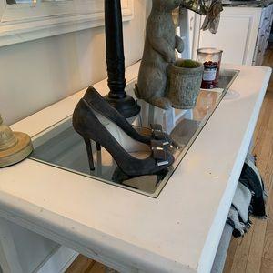 Michael Kors heel W/ front bow! Size 7M 3 1/2 heel
